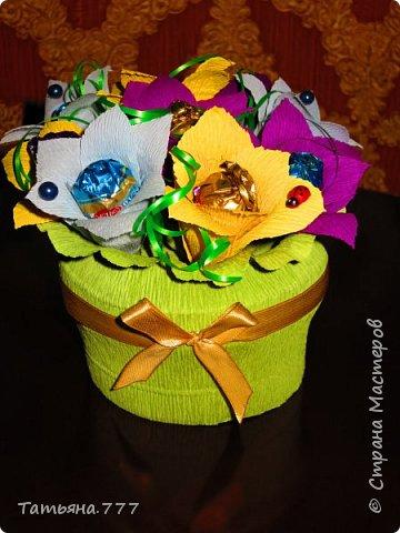 Красочный букет из конфет фото 1