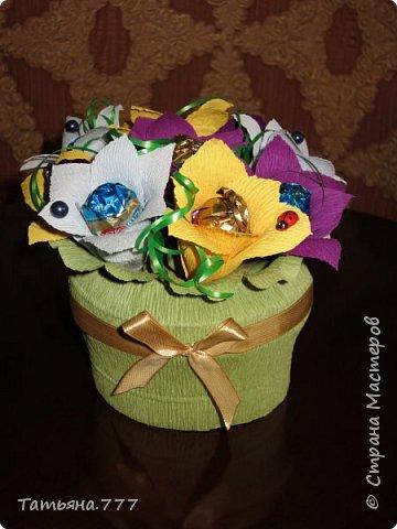 Красочный букет из конфет фото 3
