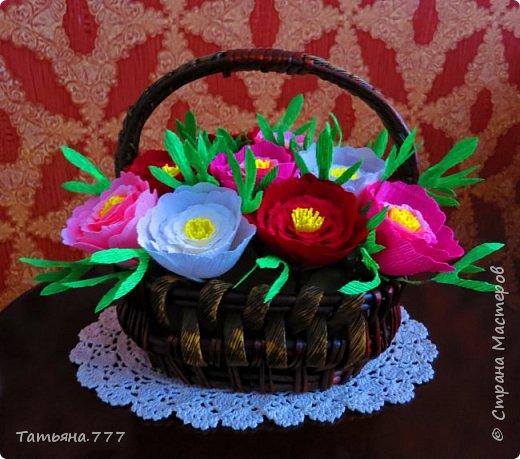 Яркая корзина цветов фото 2
