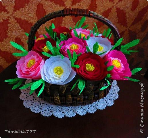 Яркая корзина цветов фото 1