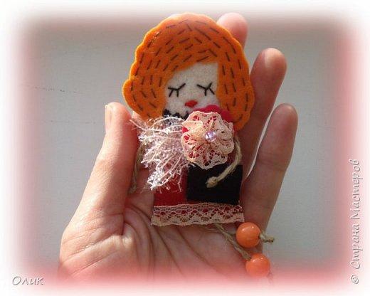 Очень модный тренд сезона куколки - брошки ручной работы. фото 4