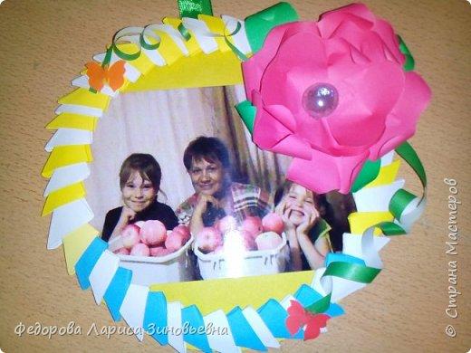 27 ноября наша страна отмечает День Матери. К этому празднику мои ученики  4 класса на уроках кружка изготовили своим мамам удивительные рамочки для фото.  фото 3