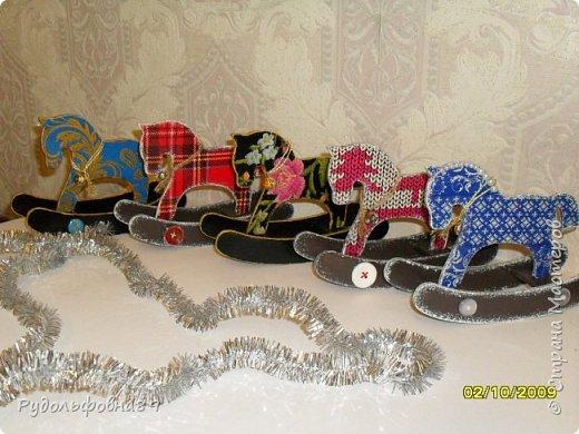 Новогодние интерьерные игрушки. Можно и на камин поставить, и в кабинете на столе будут смотреться не плохо. фото 6