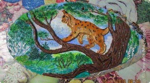 мишка в лесу,  раскрасила фон акрилом потом лепила.к сожалению не видно как блестит,красила перламутровым акрилом. фото 6