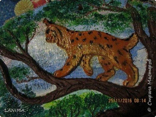 мишка в лесу,  раскрасила фон акрилом потом лепила.к сожалению не видно как блестит,красила перламутровым акрилом. фото 7