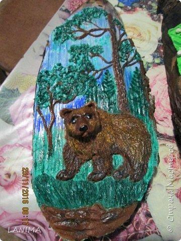 мишка в лесу,  раскрасила фон акрилом потом лепила.к сожалению не видно как блестит,красила перламутровым акрилом. фото 4