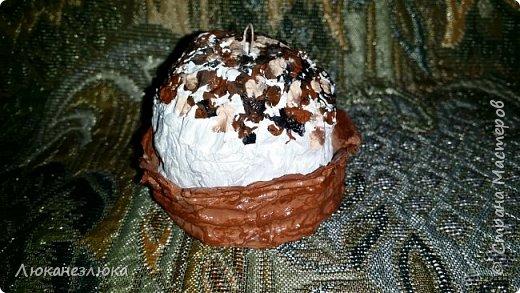 Доброе время суток , друзья!!!  Решила я сделать вот такое украшение на елку , никакой МК не использовала  ,просто делала как вздумается ...я давно не равнодушна к такому десерту ...хоть в жизни с такого разряда сладостей, ела только в далеком детстве ,,Корзиночку с кремом,, ...    На искусственные пироженки нужно добавить только ленточку завязав на бантик (петельки с проволочки уже вставила в поделку)  и можно украшать елочку! фото 4