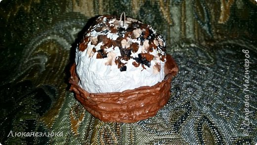 Доброе время суток , друзья!!!  Решила я сделать вот такое украшение на елку , никакой МК не использовала  ,просто делала как вздумается ...я давно не равнодушна к такому десерту ...хоть в жизни с такого разряда сладостей, ела только в далеком детстве ,,Корзиночку с кремом,, ...    На искусственные пироженки нужно добавить только ленточку завязав на бантик (петельки с проволочки уже вставила в поделку)  и можно украшать елочку! фото 8