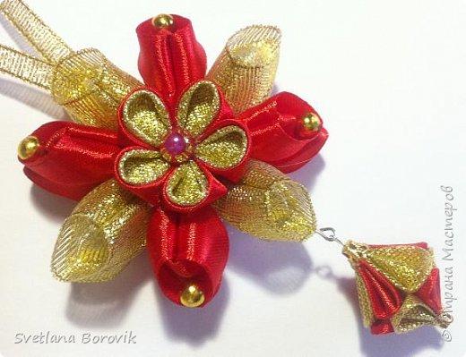 Новогодняя игрушка на елку подвеска канзаши из лент. DIY Christmas toy pendant on the Christmas tree