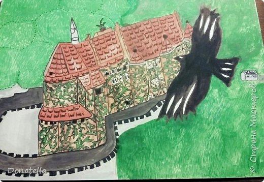 Сказочный замок и черная птица