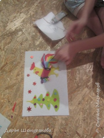 """Здравствуйте! Сегодня сын делал поделку для участия в конкурсе """"Новогодний серпантин"""". Решил сделать символ 2017 года -Петушка.  фото 8"""