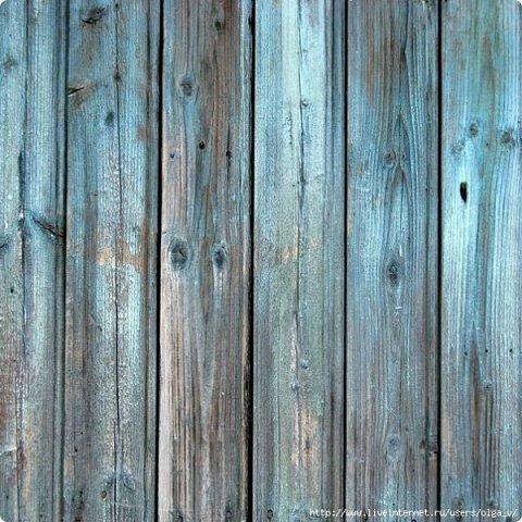 Превратим нашу открытку в мини-дверь с новогодним веночком. Для работы нам понадобятся цветной картон для основы, картон, близкий по окраске к дереву, бинт, белая офисная бумага, бусинки, шишечки, колокольчики, вспененный скотч. фото 21