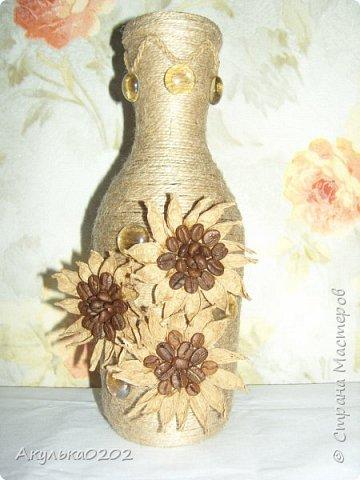 Из бутылки и шпагата получилась ваза, надеюсь маме завтра понравится. фото 1
