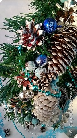 Наконец то я дорвалась до шишек и натворила веночков  и разных новогодних украшательств)))) и думаю это ещё не конец ))) как быстро покрасить шишки я выкладывала вот здесь http://stranamasterov.ru/node/1060218 фото 5