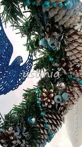 Наконец то я дорвалась до шишек и натворила веночков  и разных новогодних украшательств)))) и думаю это ещё не конец ))) как быстро покрасить шишки я выкладывала вот здесь http://stranamasterov.ru/node/1060218 фото 6