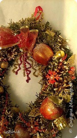 Наконец то я дорвалась до шишек и натворила веночков  и разных новогодних украшательств)))) и думаю это ещё не конец ))) как быстро покрасить шишки я выкладывала вот здесь http://stranamasterov.ru/node/1060218 фото 22