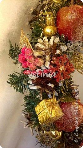 Наконец то я дорвалась до шишек и натворила веночков  и разных новогодних украшательств)))) и думаю это ещё не конец ))) как быстро покрасить шишки я выкладывала вот здесь http://stranamasterov.ru/node/1060218 фото 25