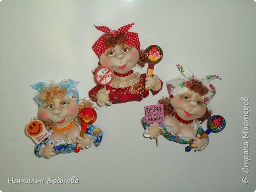 Холодильник- царь кухни)) Кукла магнит на холодильник замечательное дополнение к его интерьеру . Кукла выполнена по идее Е.Лаврентьевой фото 9