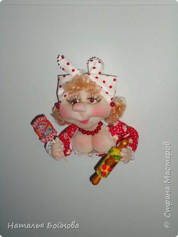 Холодильник- царь кухни)) Кукла магнит на холодильник замечательное дополнение к его интерьеру . Кукла выполнена по идее Е.Лаврентьевой фото 7