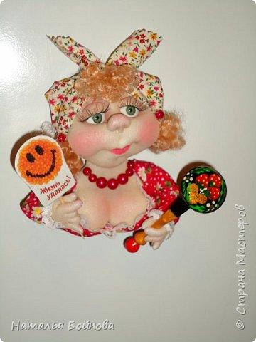 Холодильник- царь кухни)) Кукла магнит на холодильник замечательное дополнение к его интерьеру . Кукла выполнена по идее Е.Лаврентьевой фото 2