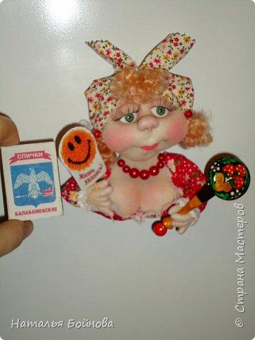 Холодильник- царь кухни)) Кукла магнит на холодильник замечательное дополнение к его интерьеру . Кукла выполнена по идее Е.Лаврентьевой фото 4