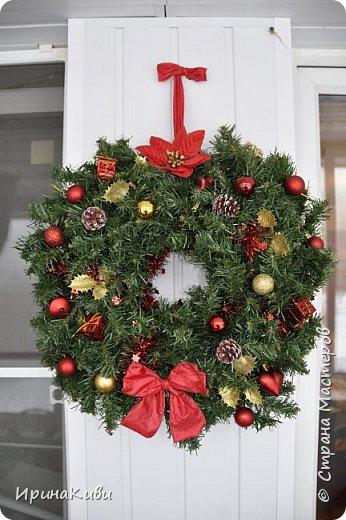 Покажу еще две новогодние работы. Новогодний топиарий в традиционных рождественских цветах: красный, зеленый и белый. Такое сочетание мне очень нравится - яркое и праздничное. фото 4