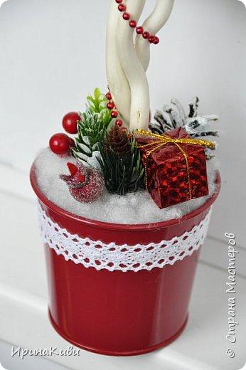 Покажу еще две новогодние работы. Новогодний топиарий в традиционных рождественских цветах: красный, зеленый и белый. Такое сочетание мне очень нравится - яркое и праздничное. фото 3