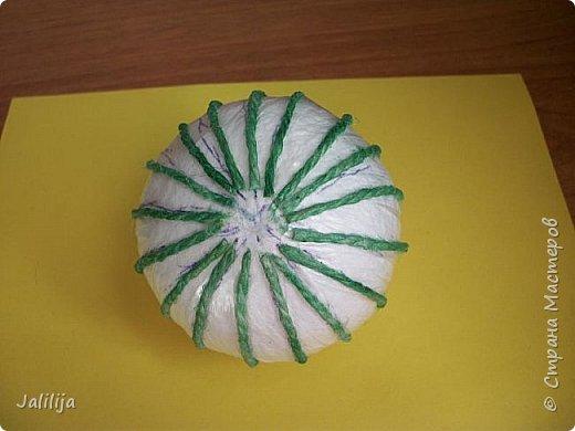 Приветствую всех, кто ко мне заглянул! Столько блестящих во всех смыслах ёлочных шариков уже изготовлено в Стране! Я сегодня предлагаю  вместе со мной сделать это украшение из шпагата. Вот такие шары. фото 10
