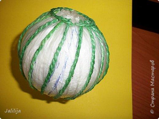 Приветствую всех, кто ко мне заглянул! Столько блестящих во всех смыслах ёлочных шариков уже изготовлено в Стране! Я сегодня предлагаю  вместе со мной сделать это украшение из шпагата. Вот такие шары. фото 12