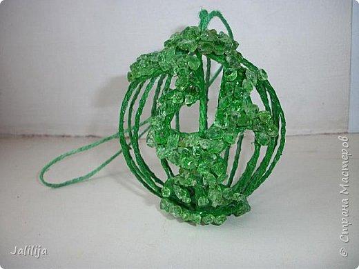 Приветствую всех, кто ко мне заглянул! Столько блестящих во всех смыслах ёлочных шариков уже изготовлено в Стране! Я сегодня предлагаю  вместе со мной сделать это украшение из шпагата. Вот такие шары. фото 28