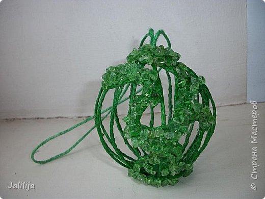 Приветствую всех, кто ко мне заглянул! Столько блестящих во всех смыслах ёлочных шариков уже изготовлено в Стране! Я сегодня предлагаю  вместе со мной сделать это украшение из шпагата. Вот такие шары. фото 30