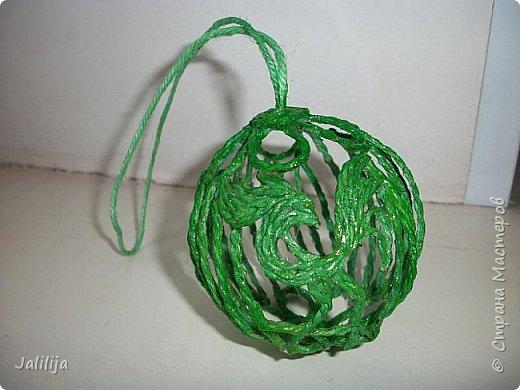Приветствую всех, кто ко мне заглянул! Столько блестящих во всех смыслах ёлочных шариков уже изготовлено в Стране! Я сегодня предлагаю  вместе со мной сделать это украшение из шпагата. Вот такие шары. фото 31