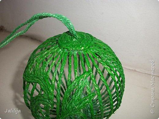 Приветствую всех, кто ко мне заглянул! Столько блестящих во всех смыслах ёлочных шариков уже изготовлено в Стране! Я сегодня предлагаю  вместе со мной сделать это украшение из шпагата. Вот такие шары. фото 36