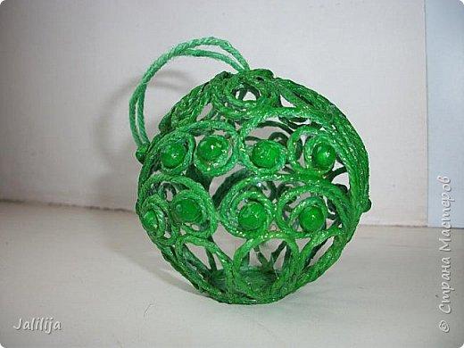 Приветствую всех, кто ко мне заглянул! Столько блестящих во всех смыслах ёлочных шариков уже изготовлено в Стране! Я сегодня предлагаю  вместе со мной сделать это украшение из шпагата. Вот такие шары. фото 43