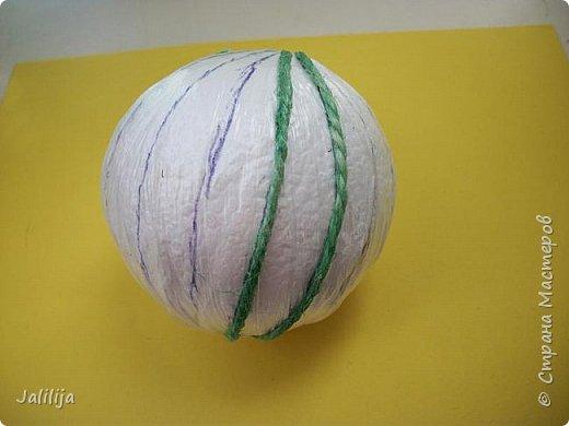 Приветствую всех, кто ко мне заглянул! Столько блестящих во всех смыслах ёлочных шариков уже изготовлено в Стране! Я сегодня предлагаю  вместе со мной сделать это украшение из шпагата. Вот такие шары. фото 8