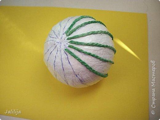 Приветствую всех, кто ко мне заглянул! Столько блестящих во всех смыслах ёлочных шариков уже изготовлено в Стране! Я сегодня предлагаю  вместе со мной сделать это украшение из шпагата. Вот такие шары. фото 9
