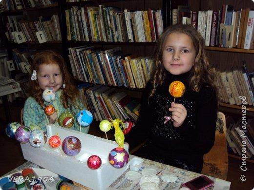 Добрый день, Страна! Каждый вечер с большим удовольствием любуюсь ватными игрушками, которые выкладывают девочки:Света, Оля, Эла и многие другие. Я в восторге от их поделок! Посмотрите и нашу елочку. Елочка наряжена ватными игрушками, сделанные детьми в возрасте 5-9 лет. фото 18