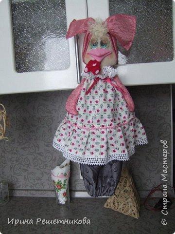Привет СМ! Совершенно неожиданно для себя,получила заказ от магазина на шитье пакетниц! Нашила много,потратила 2недели, надеюсь ,и на подарки хватит.Спасибо Марианне за идею  и МК.  Первыми идут  молодая парочка, пошли на сельское гулянье.На нем-новый картуз с цветком,на ней-платок. фото 8