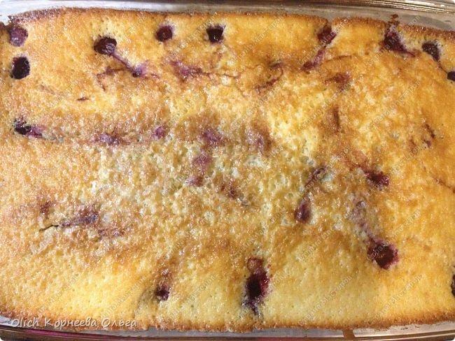 Здравствуйте. Обязательно попробуйте этот нежный-нежный пирог. Для этого пирога подходят любые фрукты-ягоды. Без фруктовой начинки он не менее вкусный. Рецепт легкий, готовится быстро, на вкус мягкое нежное лакомство. Особенно понравится сладкоежкам. фото 26