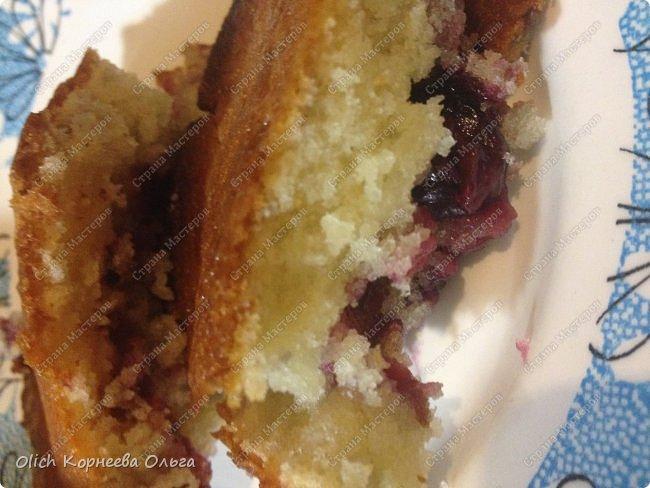 Здравствуйте. Обязательно попробуйте этот нежный-нежный пирог. Для этого пирога подходят любые фрукты-ягоды. Без фруктовой начинки он не менее вкусный. Рецепт легкий, готовится быстро, на вкус мягкое нежное лакомство. Особенно понравится сладкоежкам. фото 27