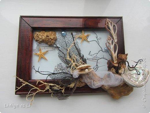 Вот что получилось из подручных средств - ракушки, морские звезды, бусины, коралловые ветки, губки морские и сетка.  фото 2