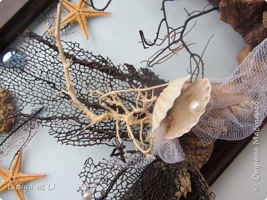 Вот что получилось из подручных средств - ракушки, морские звезды, бусины, коралловые ветки, губки морские и сетка.  фото 4