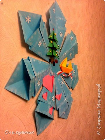Здравствуйте всем! Попросили меня в школе оформить небольшими плакатами стенд на все времена года...Осень покажу ниже, а это зима...снежинка в технике оригами. Спасибо Голубке за идеи...делала с ребятами ее календарики, а тут решила совместить все зимние месяца и праздники в эти месяцы. Вот что у меня получилось...мне понравилось...все придумала сама, воспользовалась только схемами оригами. фото 2