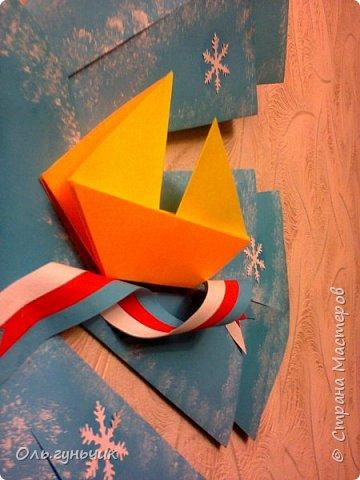 Здравствуйте всем! Попросили меня в школе оформить небольшими плакатами стенд на все времена года...Осень покажу ниже, а это зима...снежинка в технике оригами. Спасибо Голубке за идеи...делала с ребятами ее календарики, а тут решила совместить все зимние месяца и праздники в эти месяцы. Вот что у меня получилось...мне понравилось...все придумала сама, воспользовалась только схемами оригами. фото 4