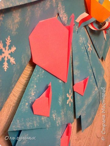 Здравствуйте всем! Попросили меня в школе оформить небольшими плакатами стенд на все времена года...Осень покажу ниже, а это зима...снежинка в технике оригами. Спасибо Голубке за идеи...делала с ребятами ее календарики, а тут решила совместить все зимние месяца и праздники в эти месяцы. Вот что у меня получилось...мне понравилось...все придумала сама, воспользовалась только схемами оригами. фото 6