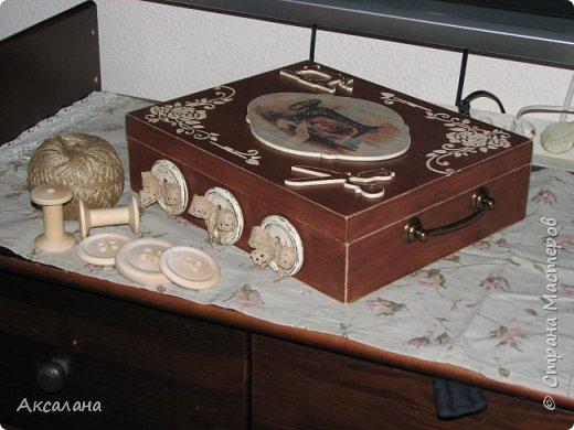 Шкатулка целиком  с наружи и изнутри окрашена морилкой. фото 3