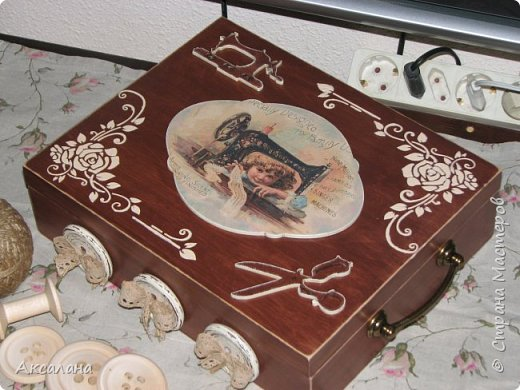 Шкатулка целиком  с наружи и изнутри окрашена морилкой. фото 4