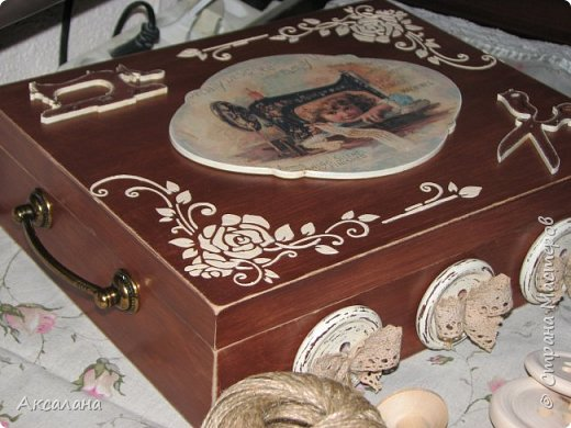 Шкатулка целиком  с наружи и изнутри окрашена морилкой. фото 7