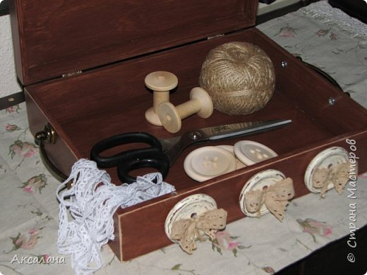 Шкатулка целиком  с наружи и изнутри окрашена морилкой. фото 9