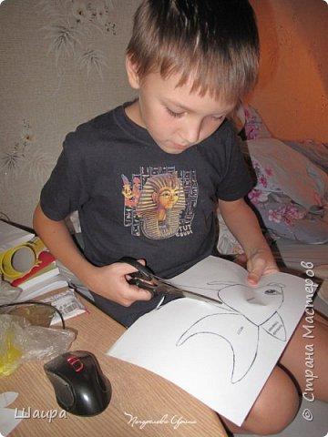 В продолжение темы елочных игрушек на городскую елку http://stranamasterov.ru/node/1061551. Олень выполнен из золотистой клеенки. Рога у оленя из серебристой клеенки. Глазки полубусины. Игрушка 30 см. Может стоять. фото 7